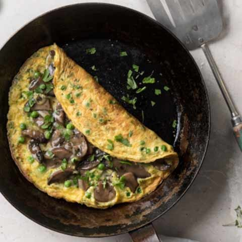 Cheesy Mushroom, Pea & Herb Omelette - meal time emergency